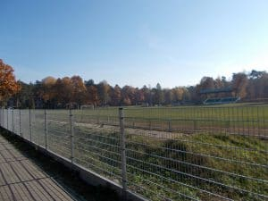 Zdjęcie ogrodzenia stadionu